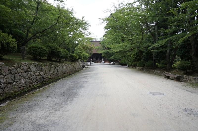 三井寺金堂前